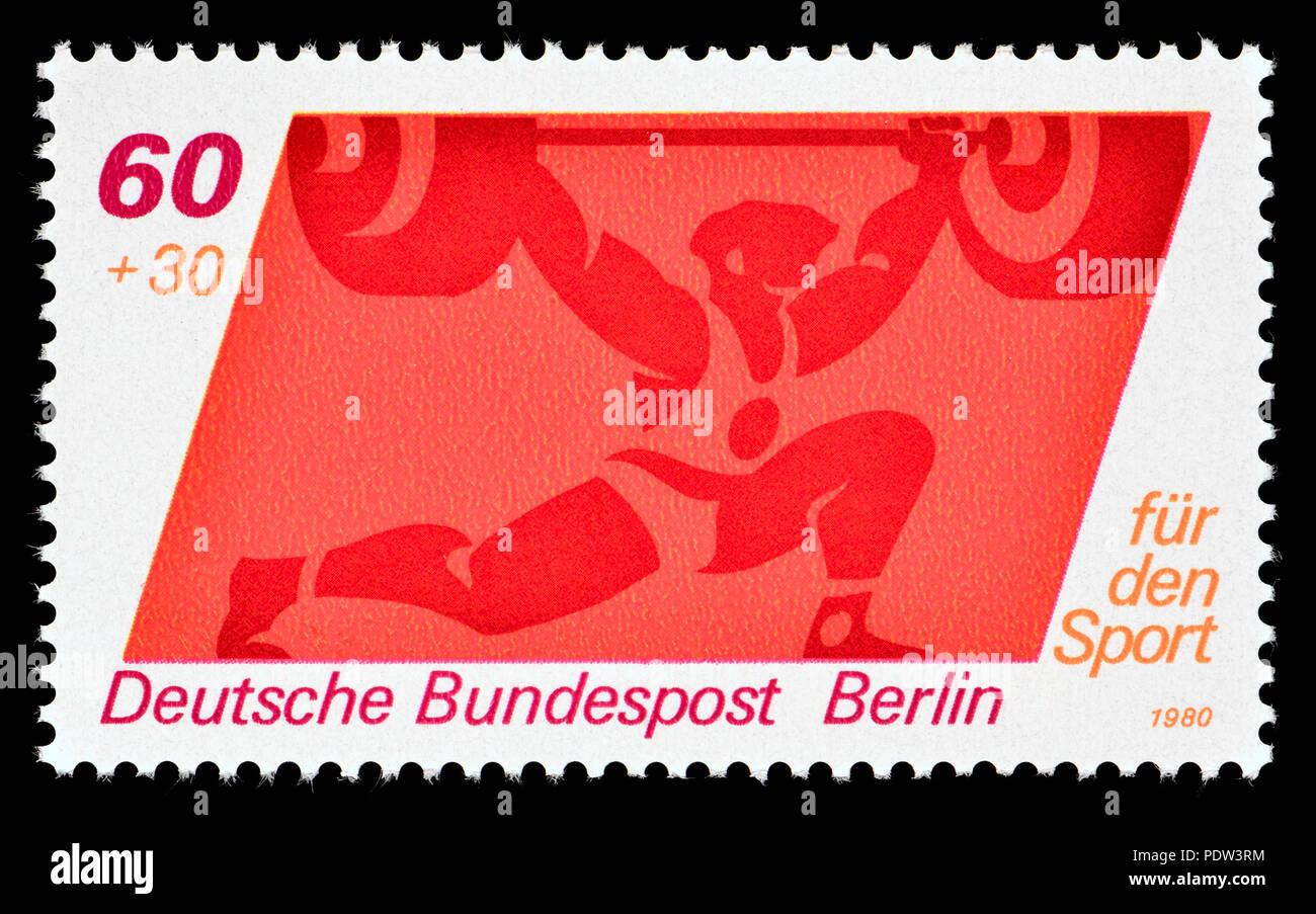 """Sello postal alemán (Berlín, 1980) : """"Fur den Deporte"""" (sello de caridad la financiación del deporte) levantamiento de pesas Imagen De Stock"""