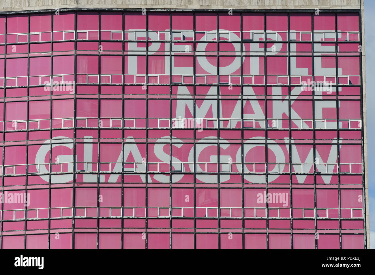 Pink Advert Imágenes De Stock & Pink Advert Fotos De Stock - Alamy
