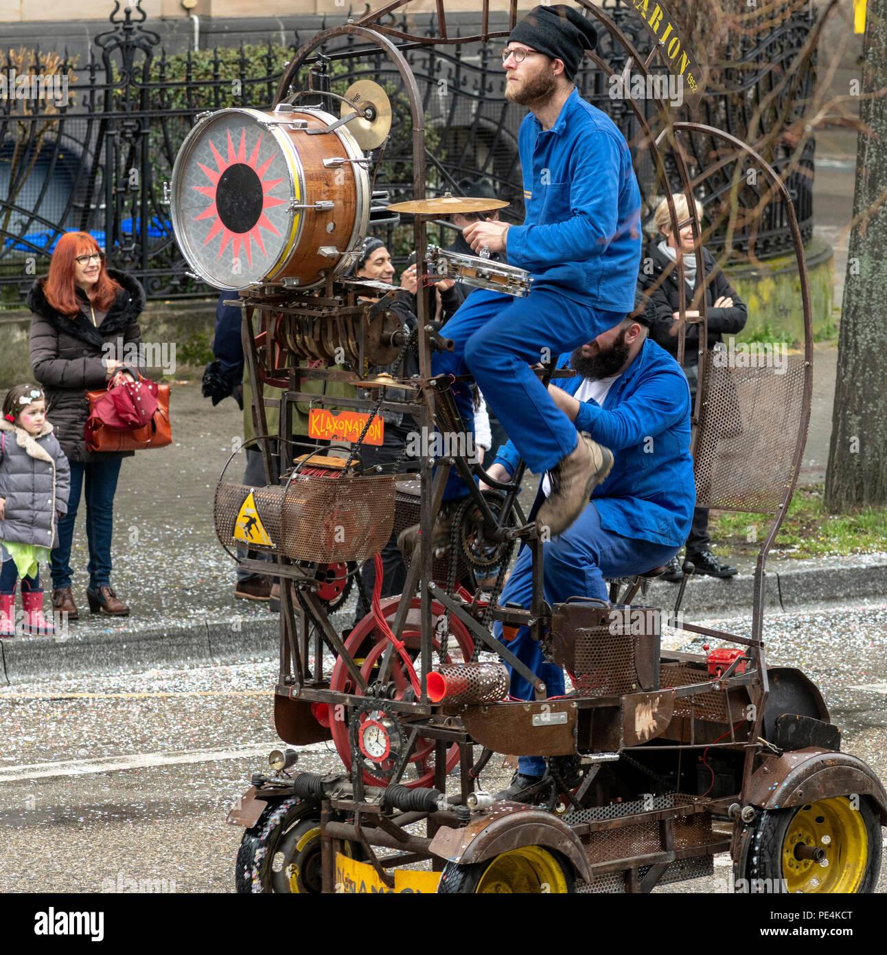 El año 1952, mobile dynamogenic Klaxonarion máquina musical, desfile de carnaval de Estrasburgo, Alsacia, Francia, Europa, Imagen De Stock