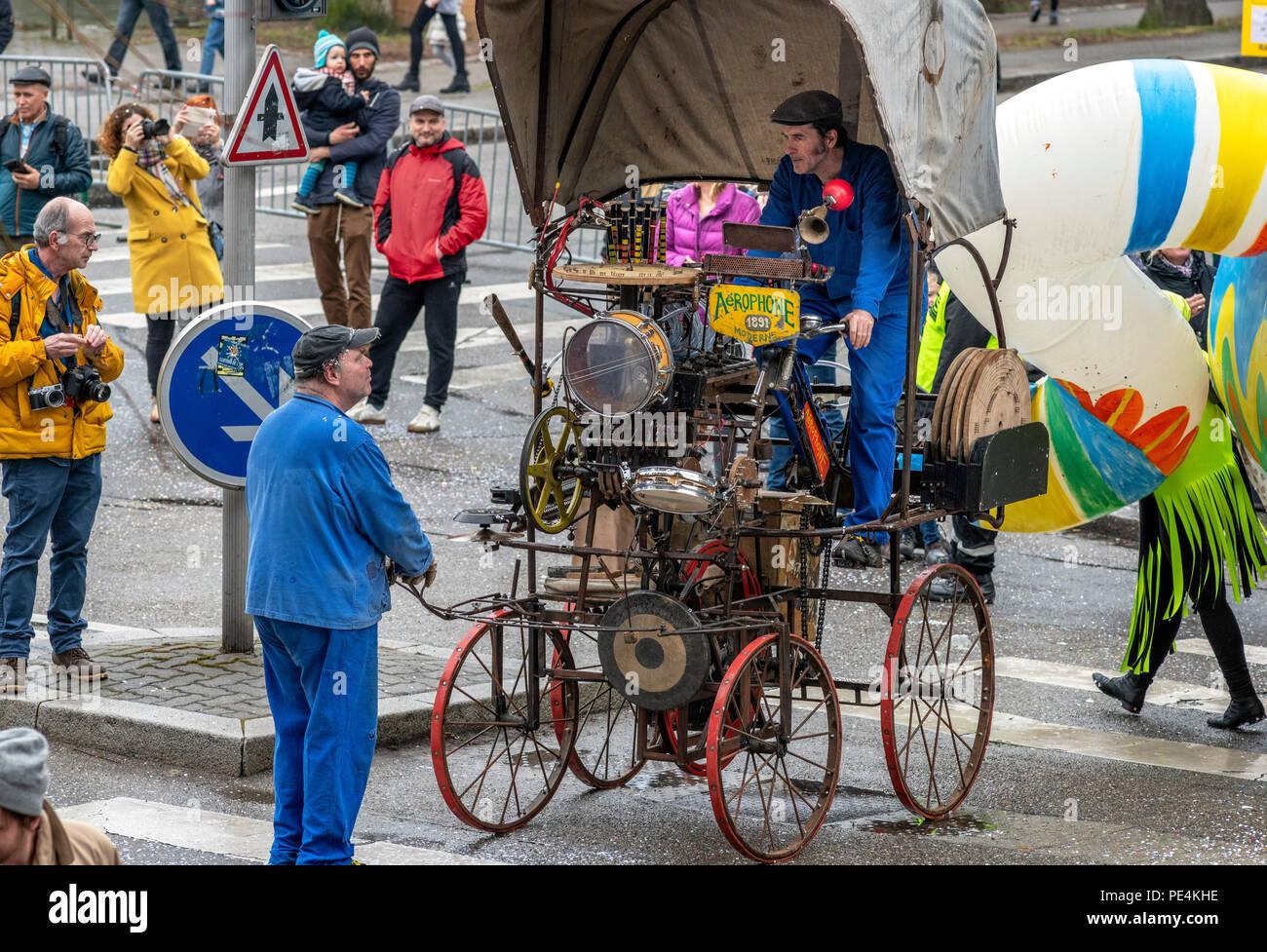 El año 1891, mobile dynamogenic Aerophone máquina musical, desfile de carnaval de Estrasburgo, Alsacia, Francia, Europa, Imagen De Stock