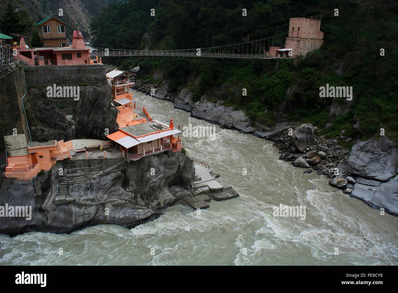 Vishnuprayag ciudad en una elevación de 1372 m conocida por sus ashrams sagrados y templos, Chamoli distrito Uttarakhand, India. Foto de stock