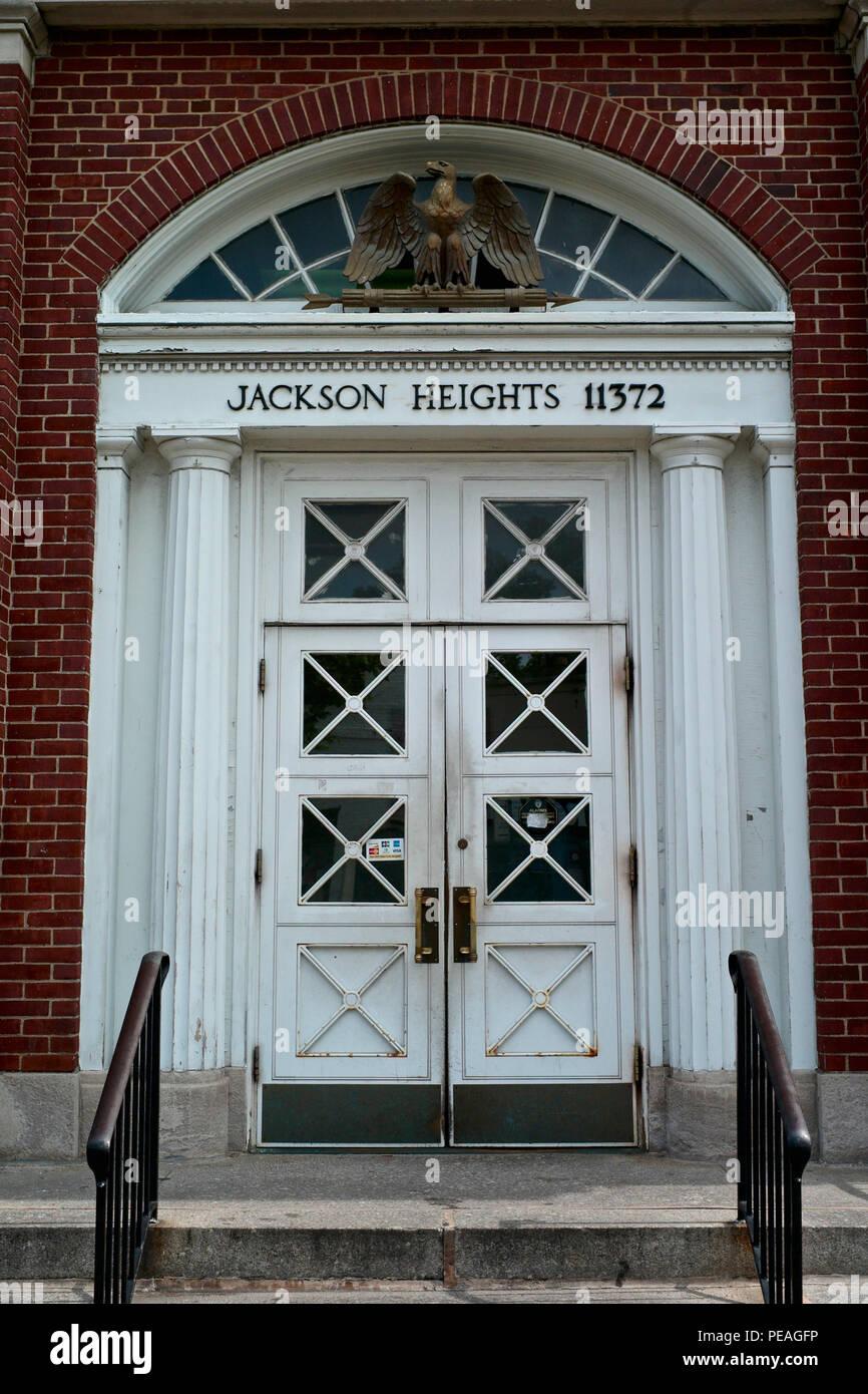 Entrada de la oficina de correos de Jackson Heights. Foto de stock