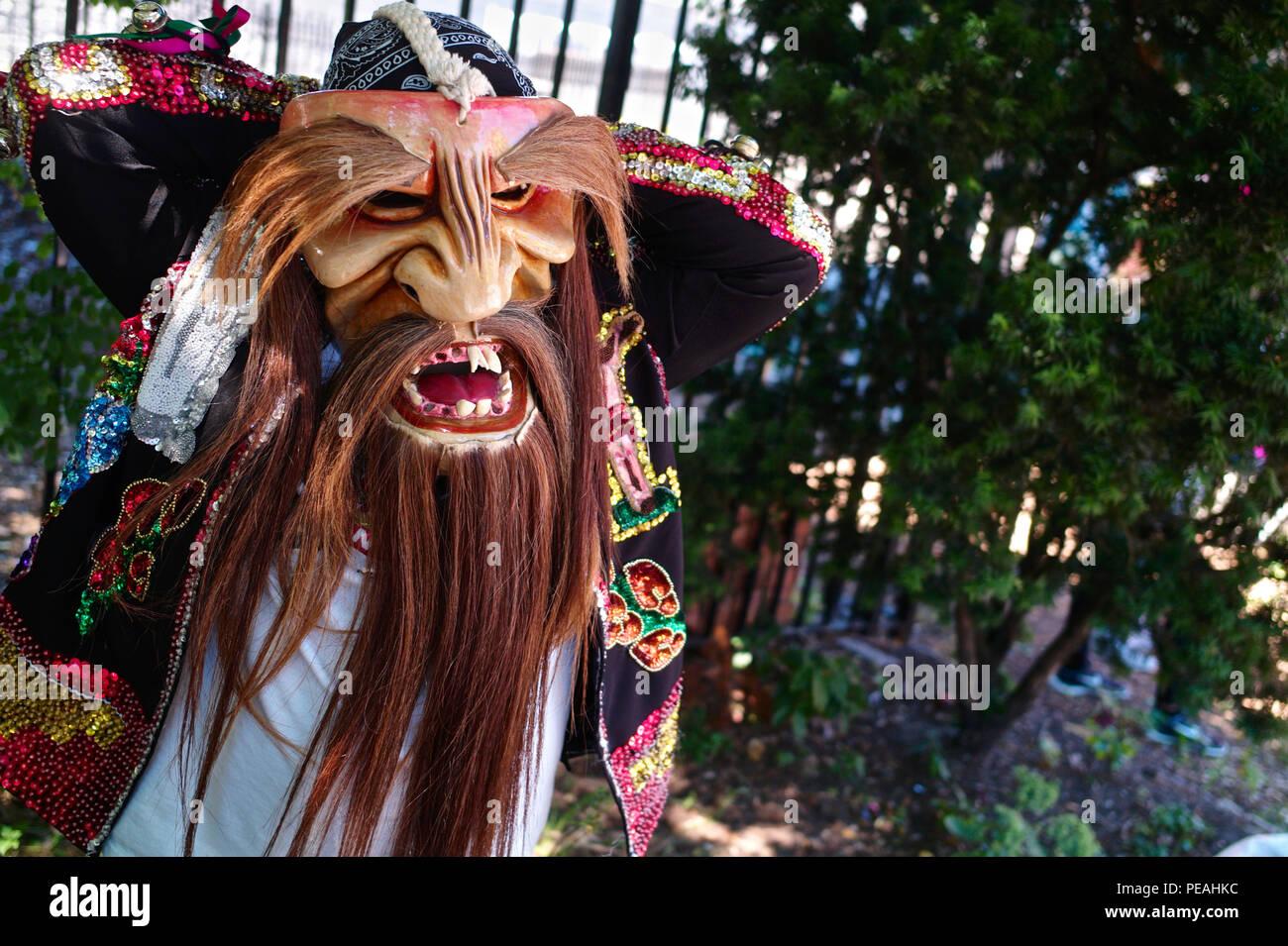 Bailarín de Los Tecuanes de San Gabriel en Puebla. El baile representa dos tribus, los Chichimeca y la Zapoteca, trabajando juntos en un intento Foto de stock