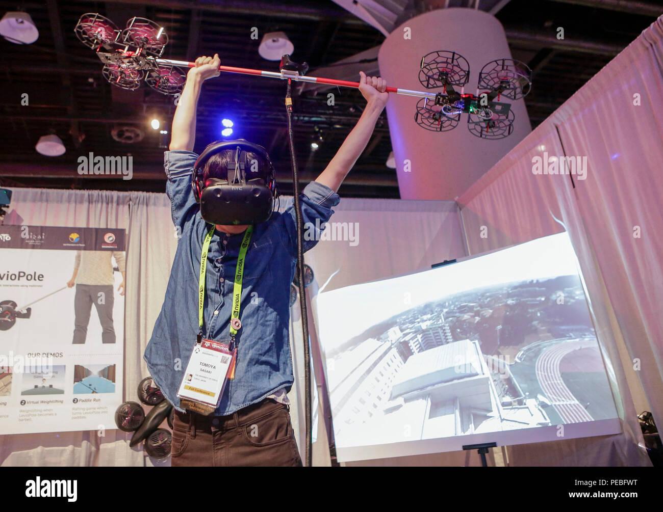 Vancouver, Canadá. 14 Aug, 2018. Un expositor muestra un controlador polo volador impulsado por zumbido de realidad virtual (VR) gaming durante la 45a conferencia anual de la ACM SIGGRAPH en Vancouver, Canadá, del 14 de agosto de 2018. Unos 160 expositores de 18 países y regiones participaron en la conferencia anual de la ACM SIGGRAPH expone las últimas innovaciones en gráficos por ordenador y técnicas interactivas. Crédito: Liang Sen/Xinhua/Alamy Live News Foto de stock