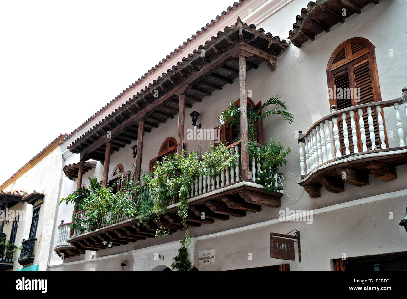 Los edificios coloniales dentro de la muralla de la ciudad de Cartagena Foto de stock