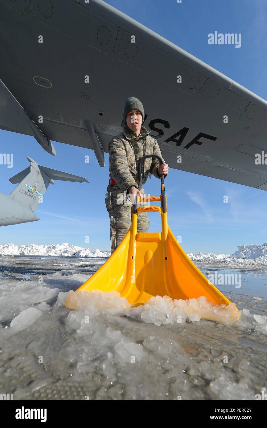 436th Aircraft Maintenance Squadron Imágenes De Stock & 436th ...