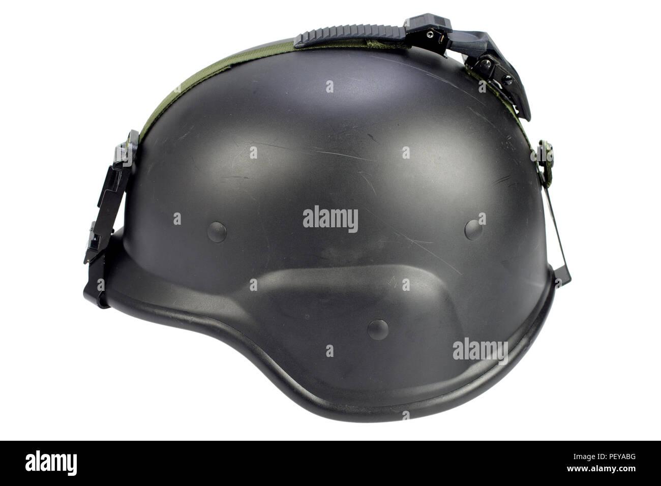 El ejército negro casco Kevlar aislado sobre fondo blanco Foto ... 0f43472d942
