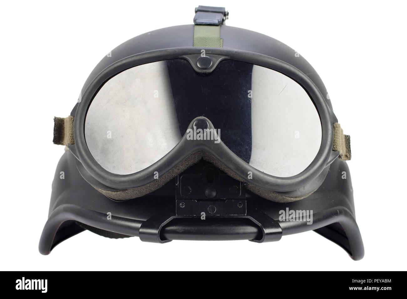 El ejército negro casco Kevlar con gafas aislado sobre fondo blanco ... 617d9e605a9