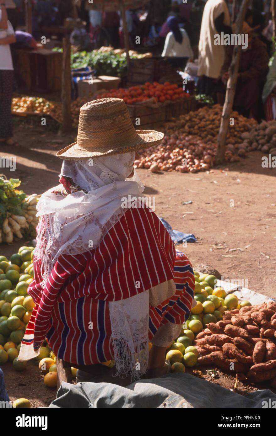 Conical Straw Hats Imágenes De Stock   Conical Straw Hats Fotos De ... 91ad1b21ad0