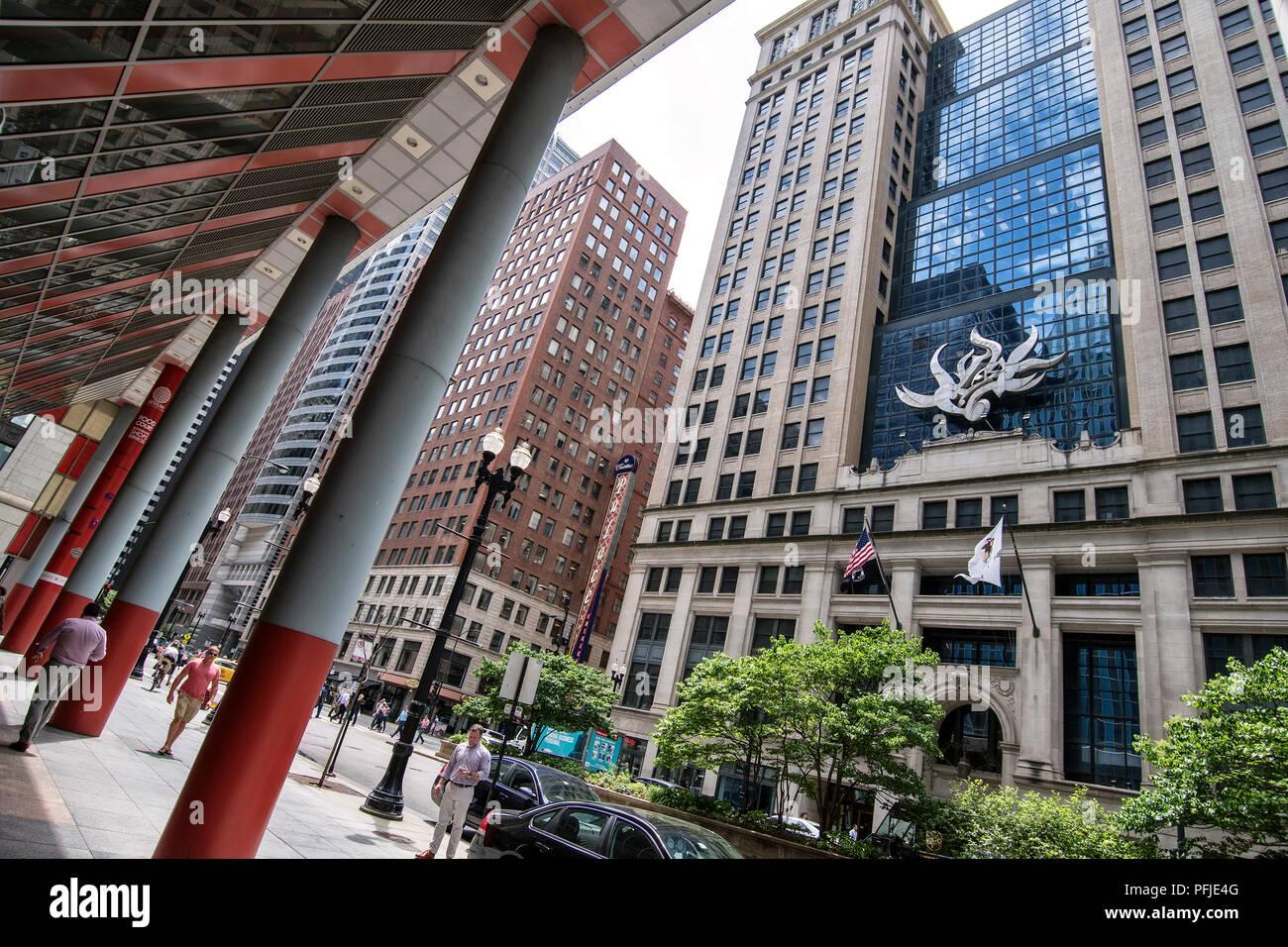 Llinois del Departamento de Trabajo, el centro de Chicago, North LaSalle Blvd, Cadillac Palace Theatre. Imagen De Stock
