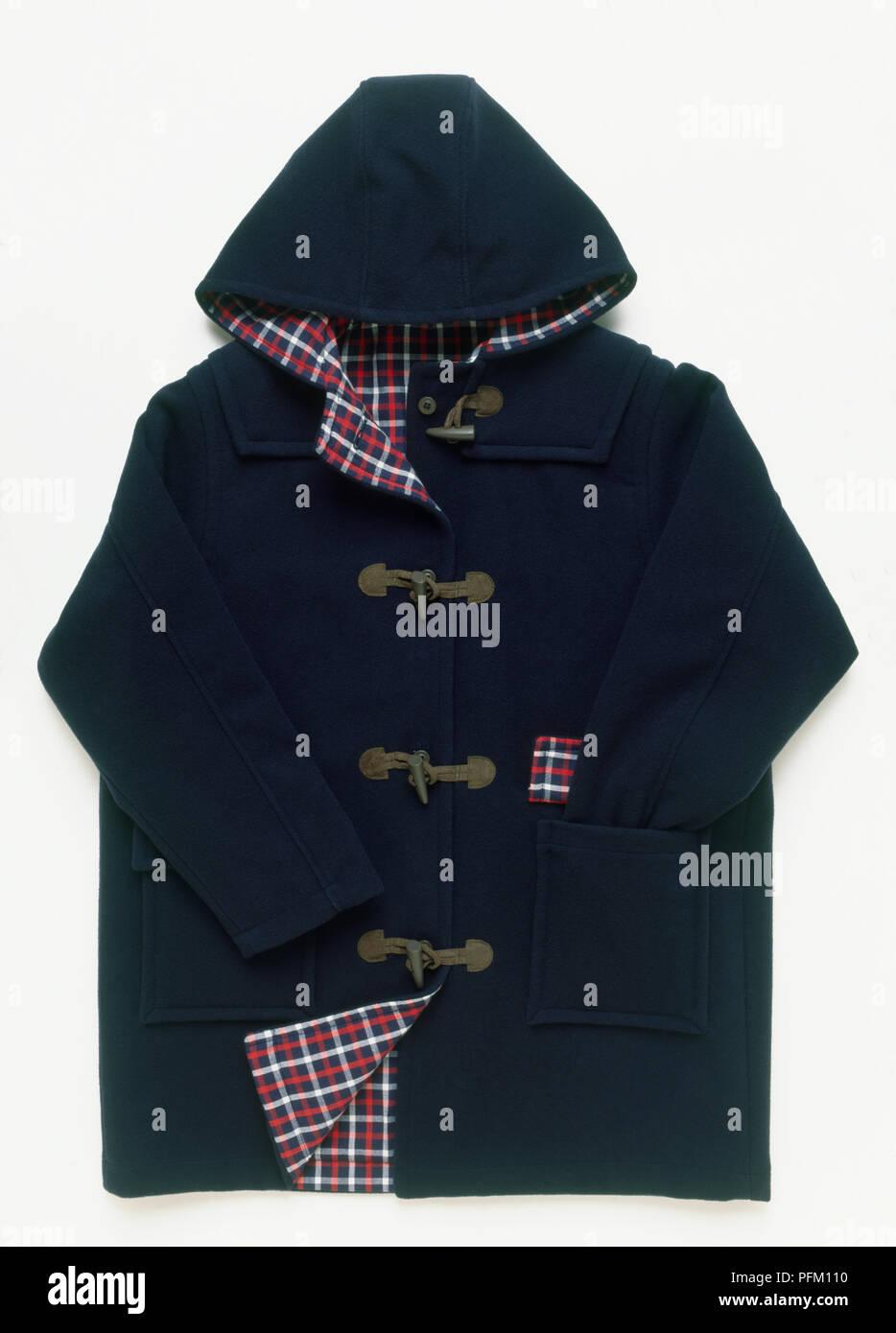 Azul oscuro duffle coat con capucha y forro de tartán Imagen De Stock