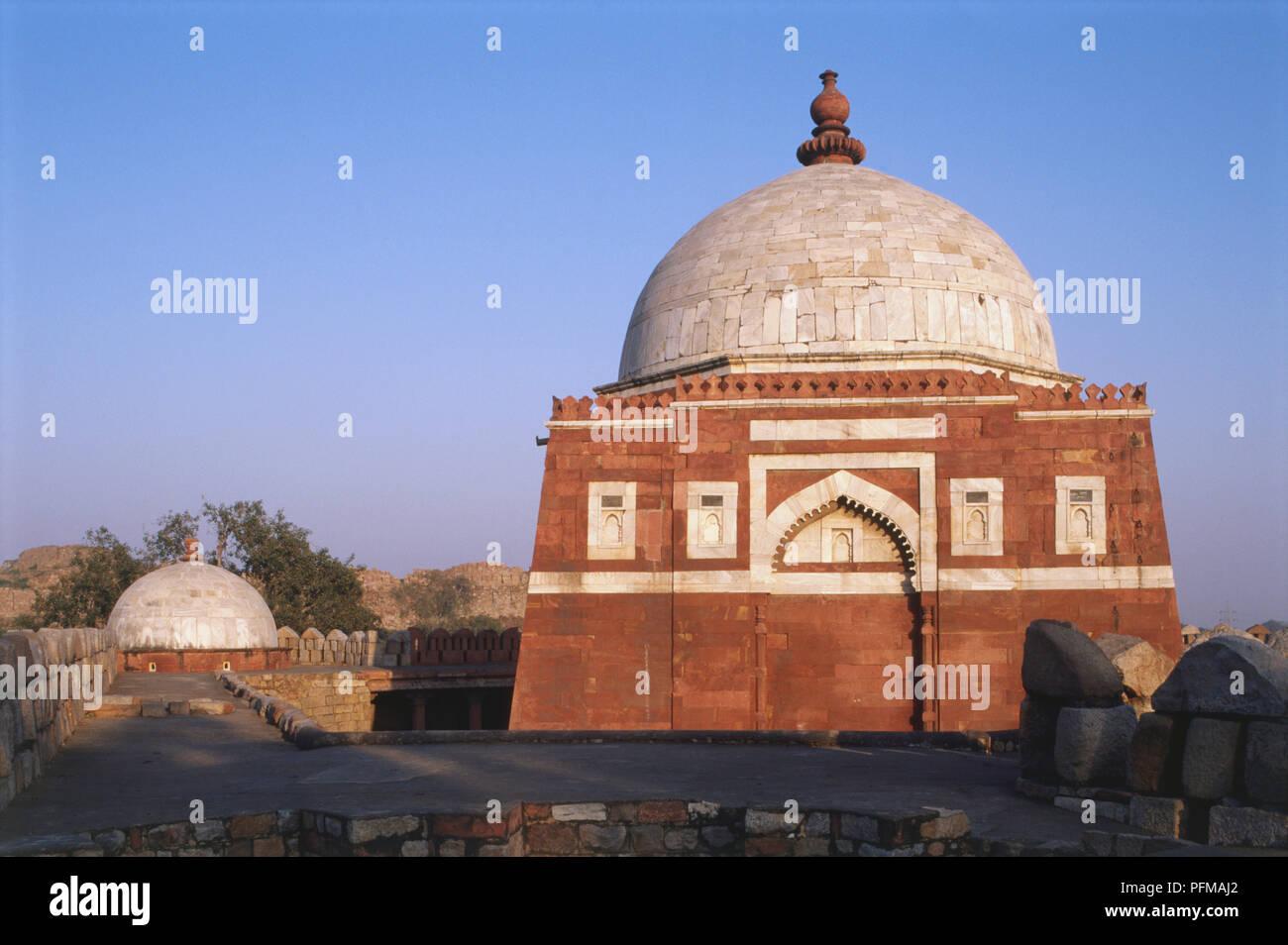 La India, Delhi, Tughlaqabad, Ghiyasuddin Tughlaq's Tomb, el