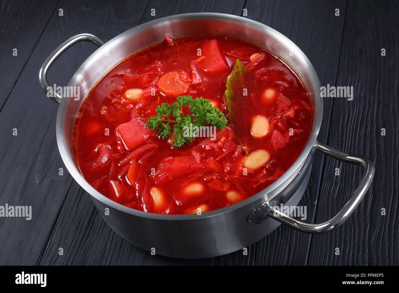 Deliciosa Sopa De Remolacha Roja Con Judías Blancas O