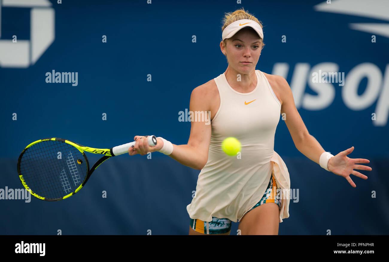 Katie Swan de Gran Bretaña en acción durante la primera ronda de calificación en el US Open 2018, torneo de tenis de Grand Slam. Nueva York, Estados Unidos. 22 de agosto de 2018. 22 Aug, 2018. Crédito: AFP7/Zuma alambre/Alamy Live News Foto de stock