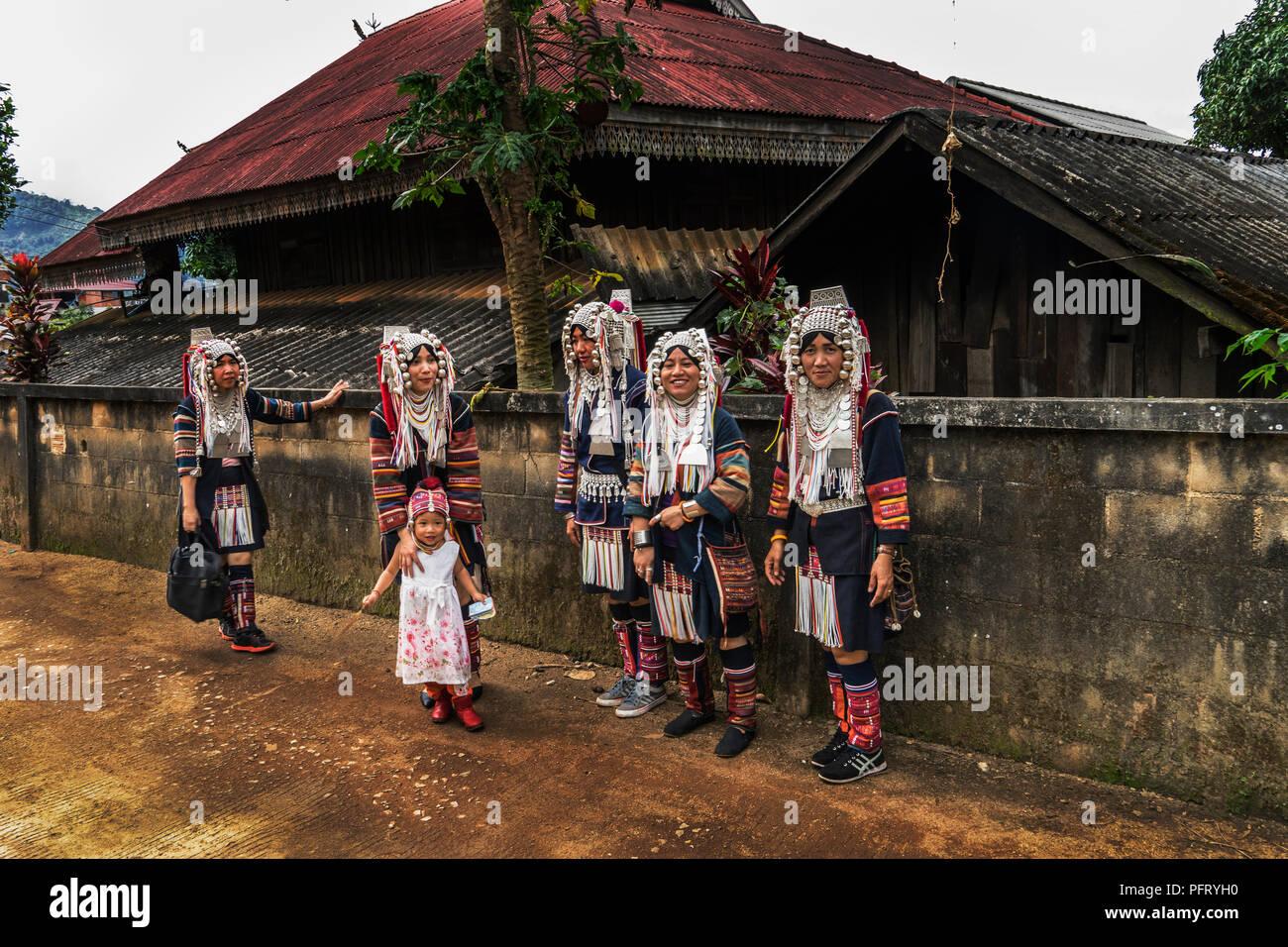 La tribu Akha, las minorías cristianas en las montañas del norte de Tailandia Imagen De Stock