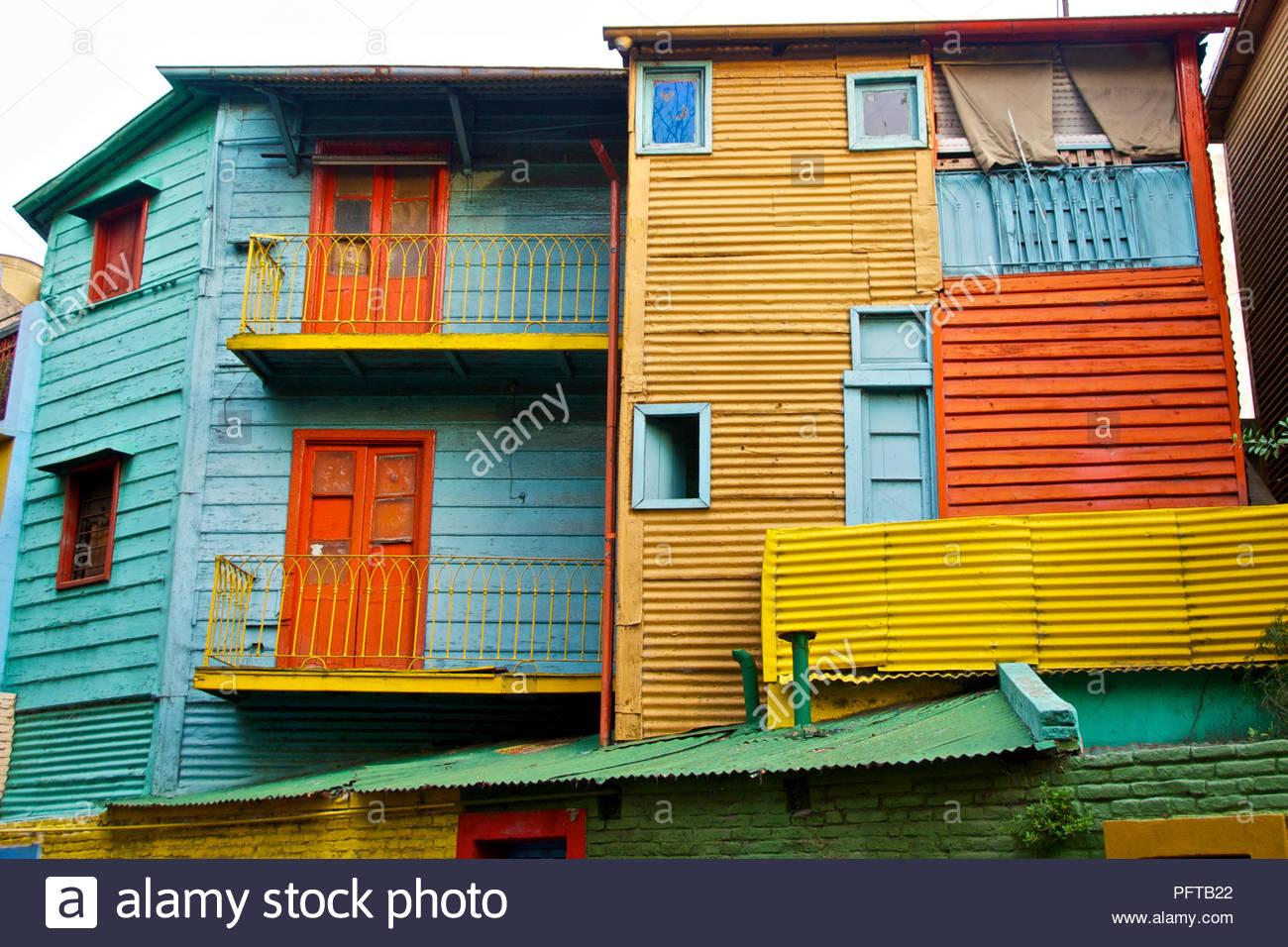 América del Sur, casas pintadas de colores El forro de la calle Caminito, en la boca de distrito, Buenos Aires, Argentina Imagen De Stock
