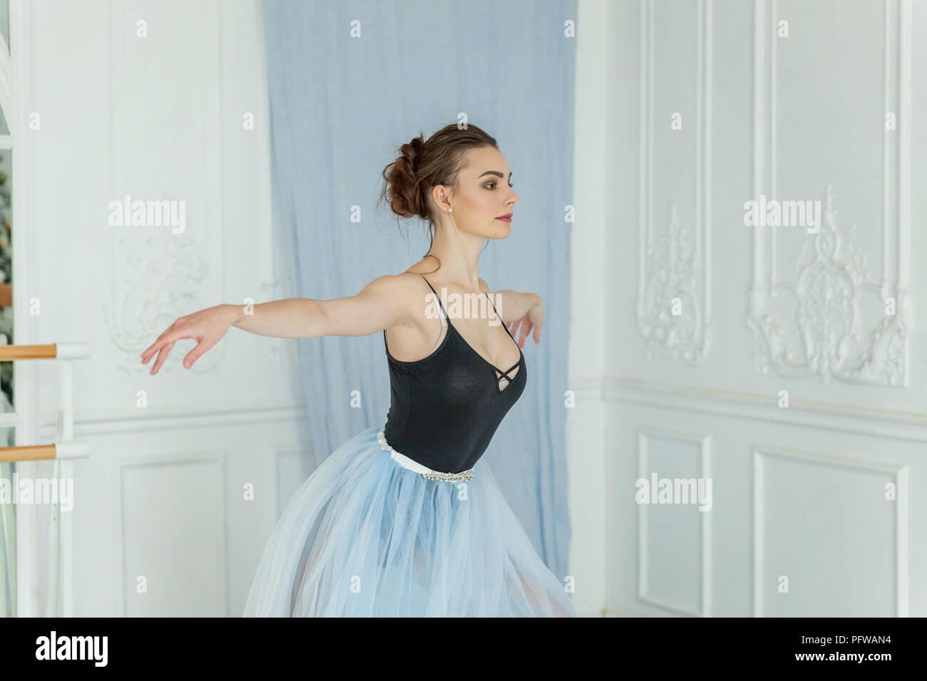 Bailarina De Silueta Imágenes De Stock & Bailarina De
