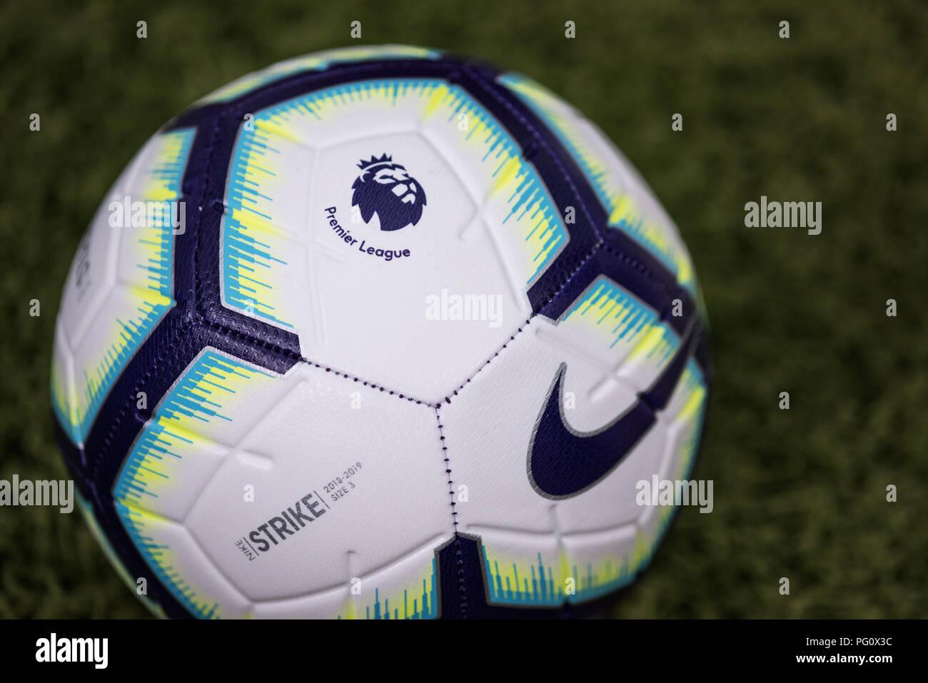 937aad5e12f42 Merlin Nike pelota para la temporada 2018 19 de la Premier League. Imagen De
