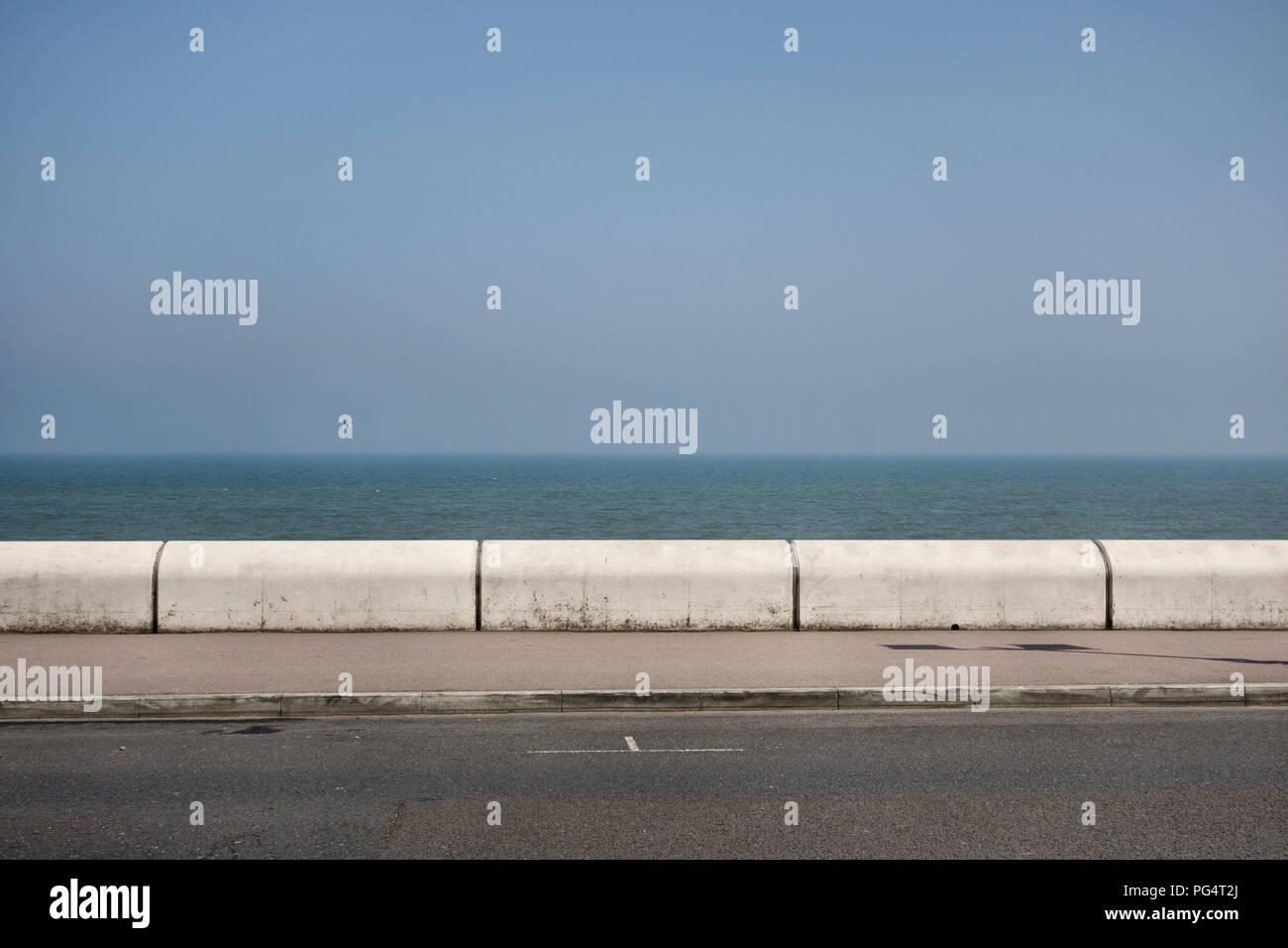 El paseo marítimo en frente, Kent, UK Imagen De Stock
