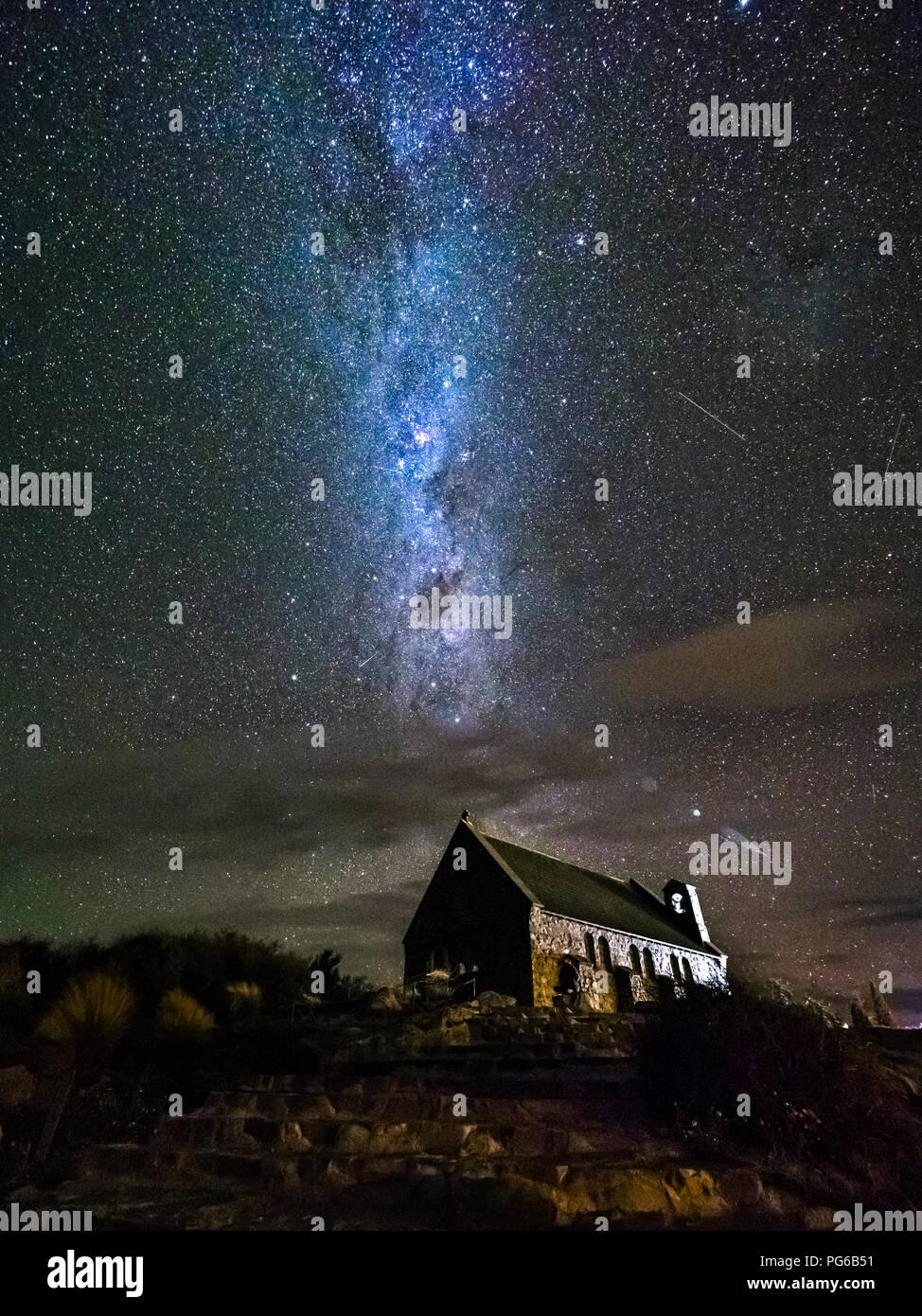 Nueva Zelanda, Isla del Sur, la región de Canterbury, la Iglesia del Buen Pastor en la noche Imagen De Stock