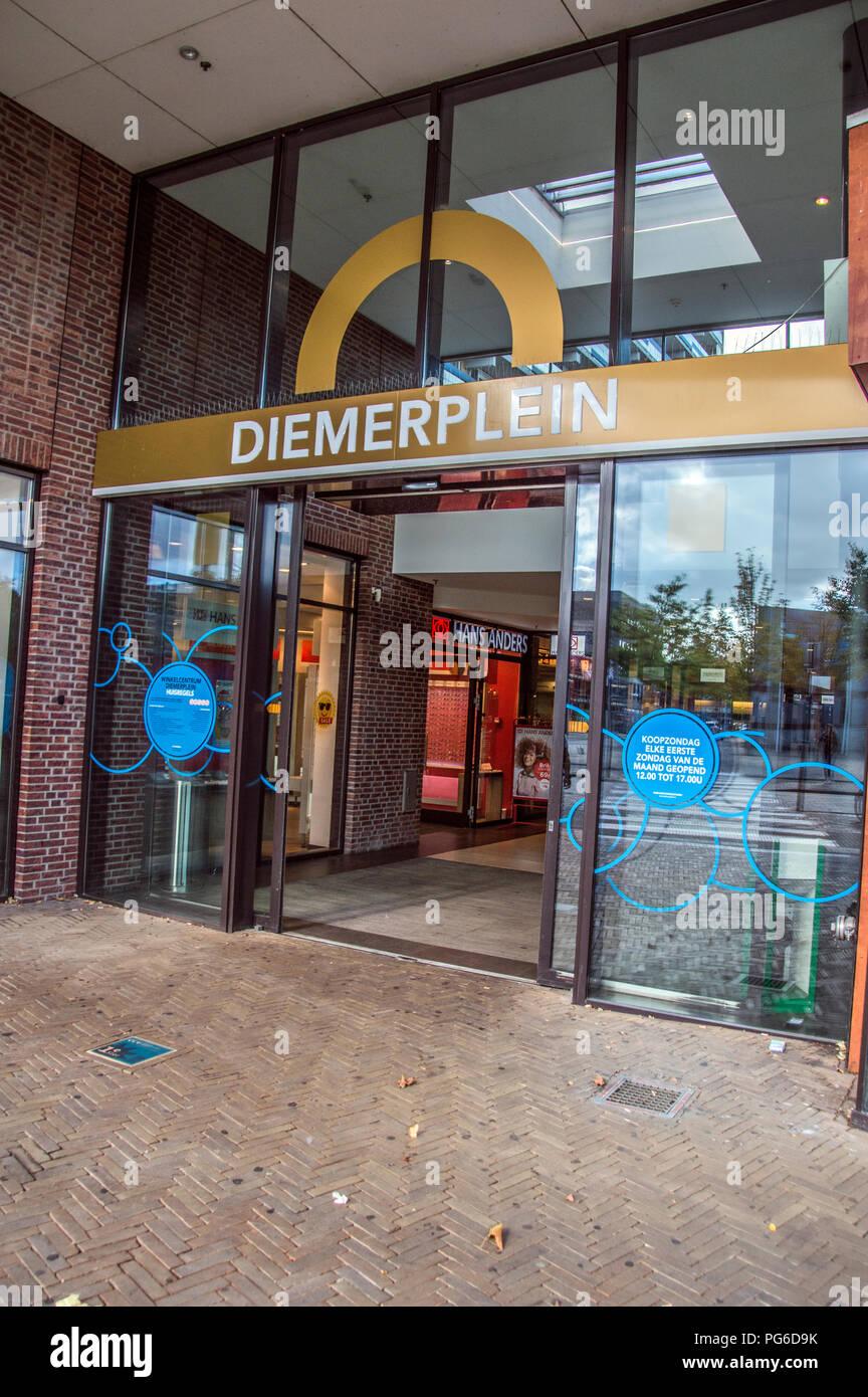 Entrada de Diemen Shopping Mall en Los Países Bajos 2018 Imagen De Stock 5d6d364cb697