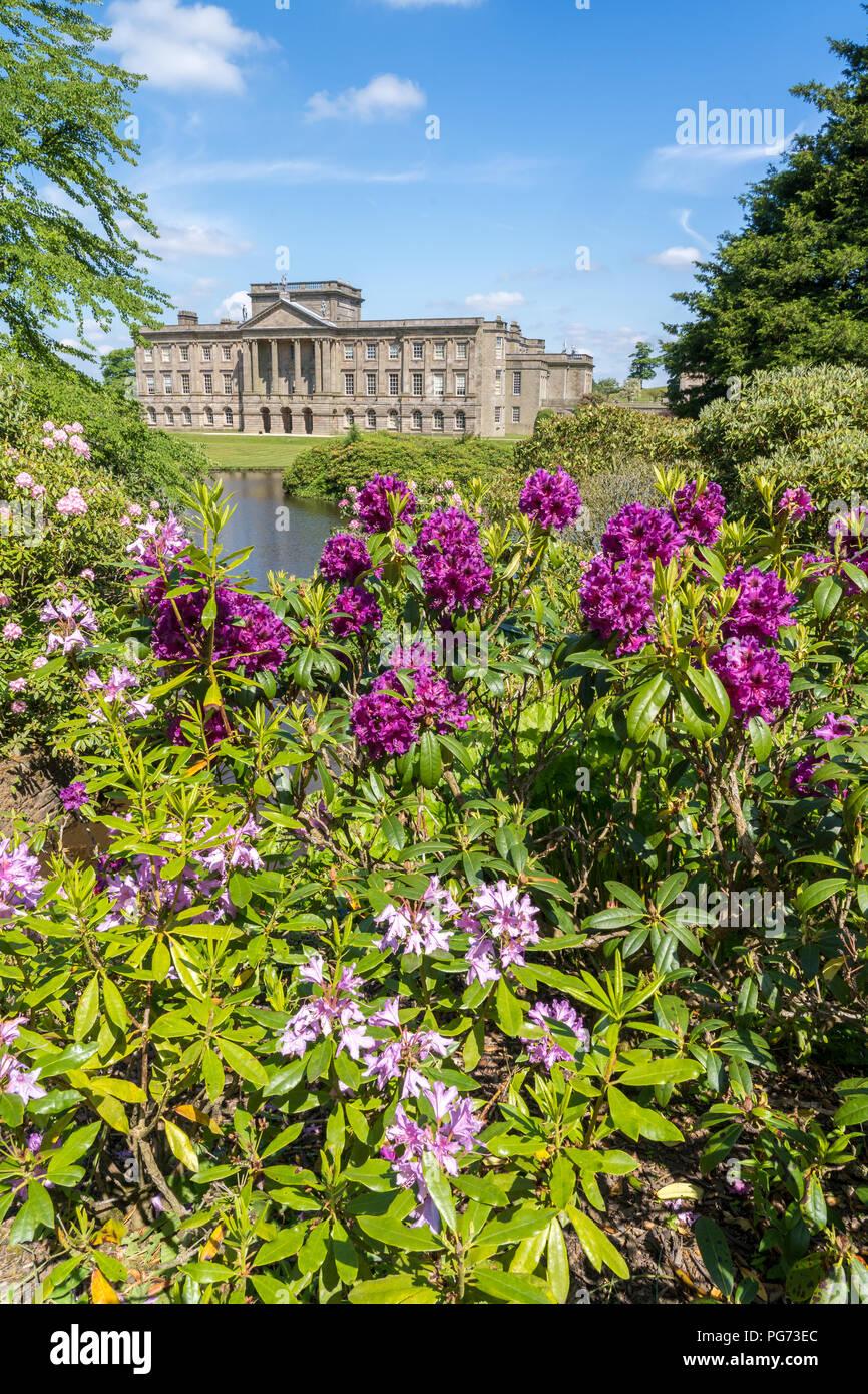 Casa de Lyme en Lyme Park Cheshire en sol de primavera Foto de stock