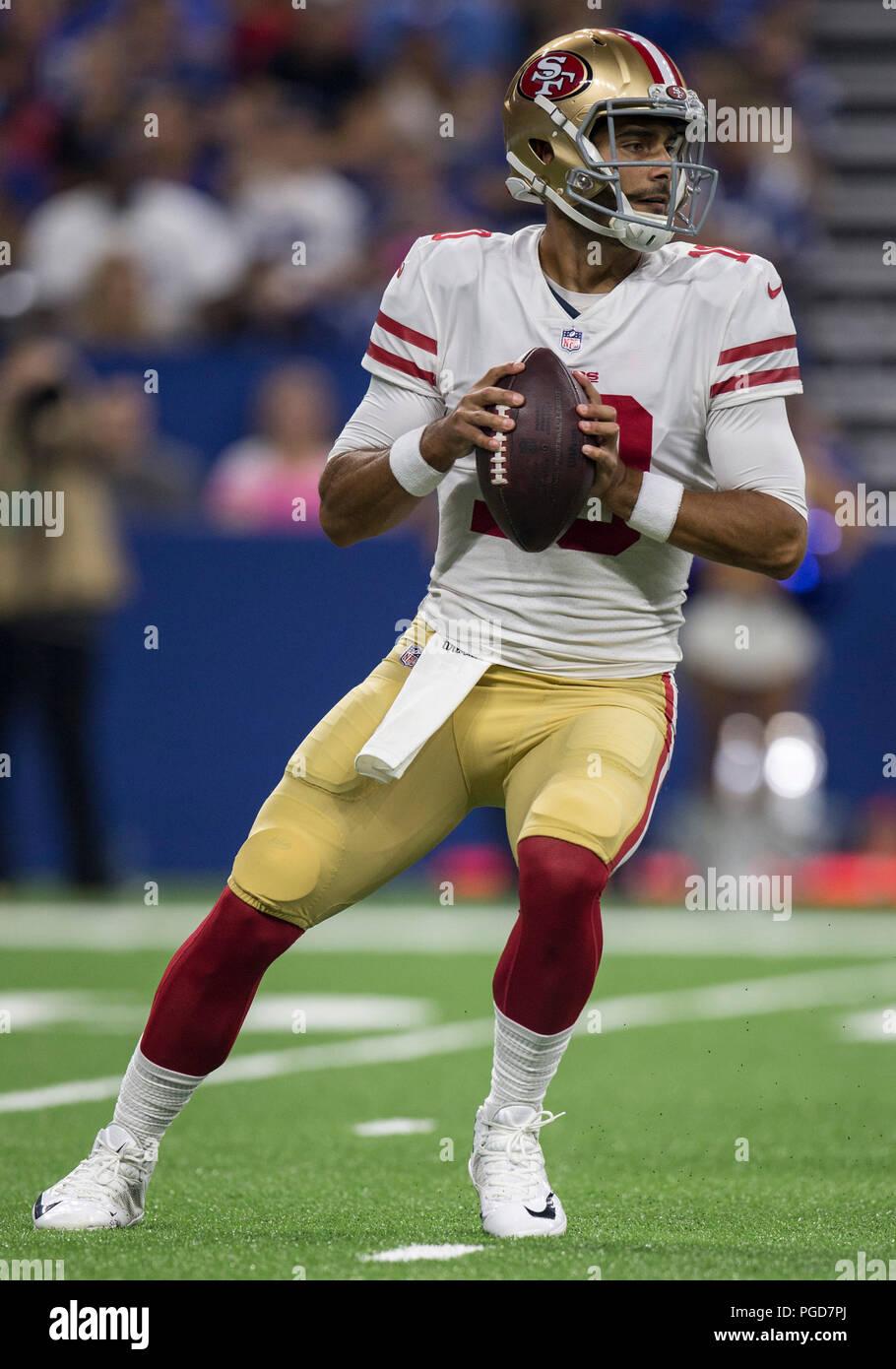 25 de agosto de 2018 San Francisco 49ers quarterback Jimmy Garoppolo (10)  pasa el balón durante la pretemporada de fútbol americano de la NFL juego  de ... 03ce4fafb56