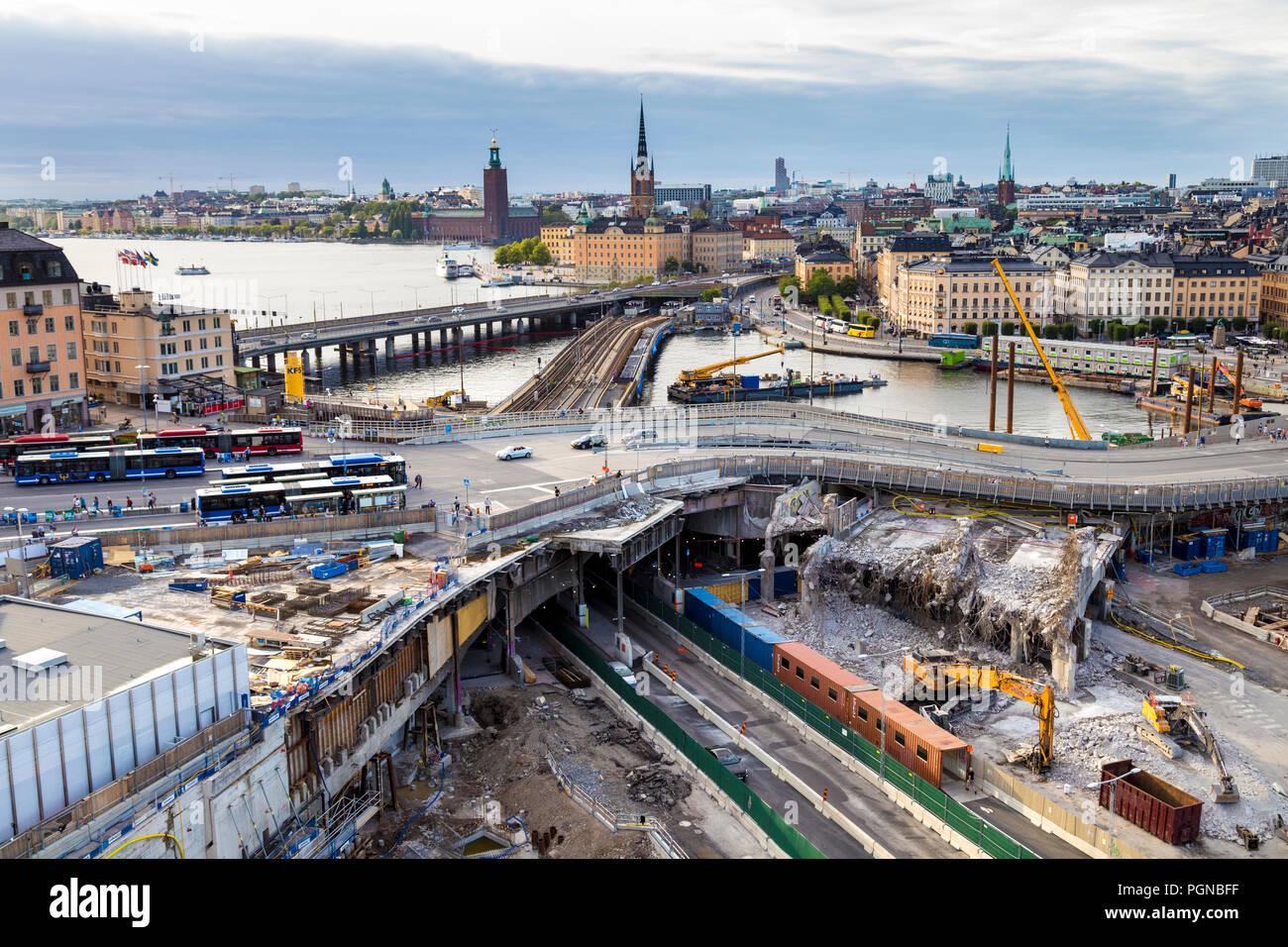 El 18 de agosto de 2018 - vista panorámica sobre la ciudad y el sitio de desconstrucción de Slussen, Estocolmo, Suecia Foto de stock