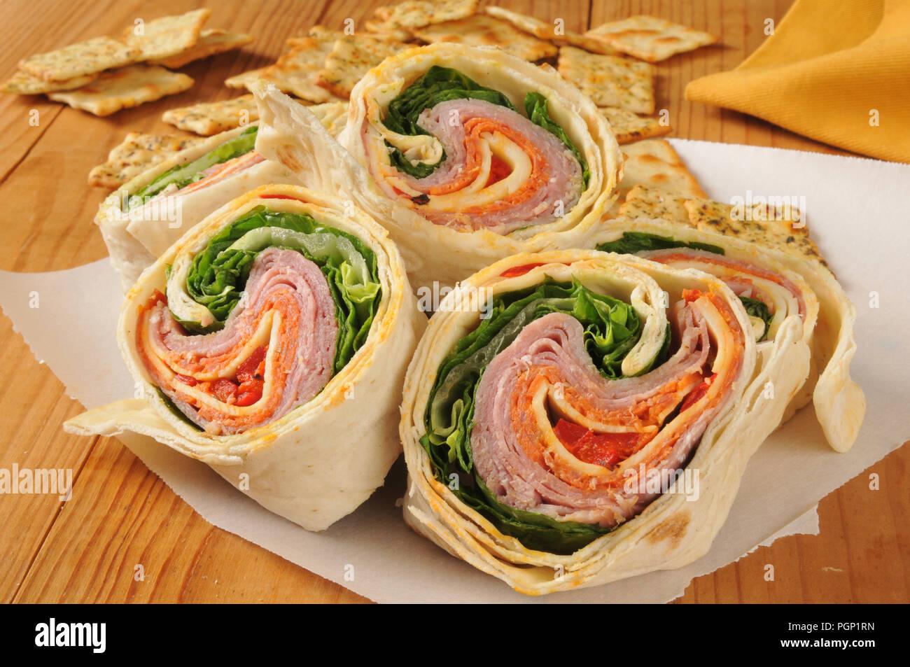 Primer Plano De Una Envoltura De Carne Italianas Flatbread Sandwich