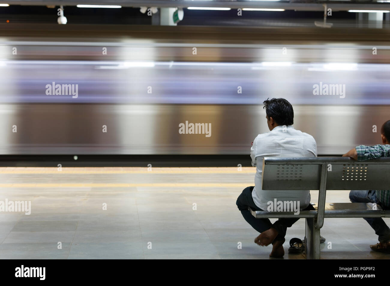 Mumbai Metro interior y exterior. Cómodo, moderno, rápido y aire acondicionado, nueva forma de transporte en Mumbai, India, Foto de stock