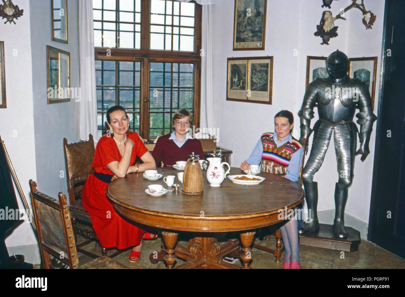 Diane Herzogin Von Württemberg Mit Den Kindern Friedrich Und