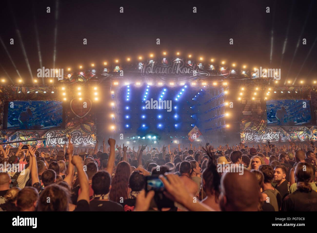 KOSTRZYN NAD ODRA, POLONIA - Agosto 2, 2018: Pol'y'Rock Festival fans en frente del escenario. Imagen De Stock