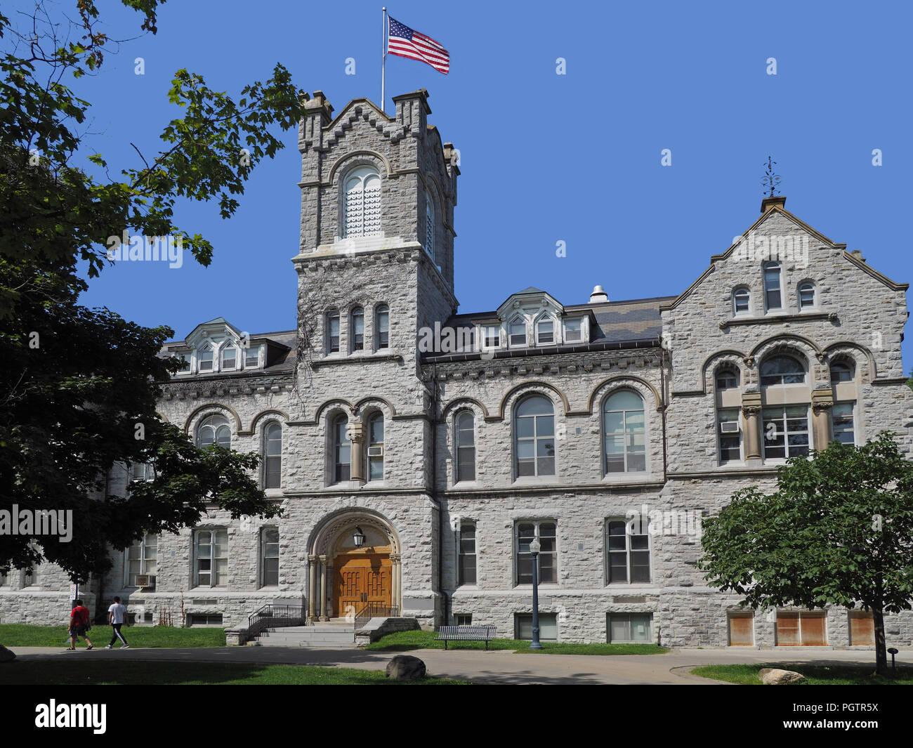 Ivy League de piedra estilo antiguo edificio del colegio Imagen De Stock
