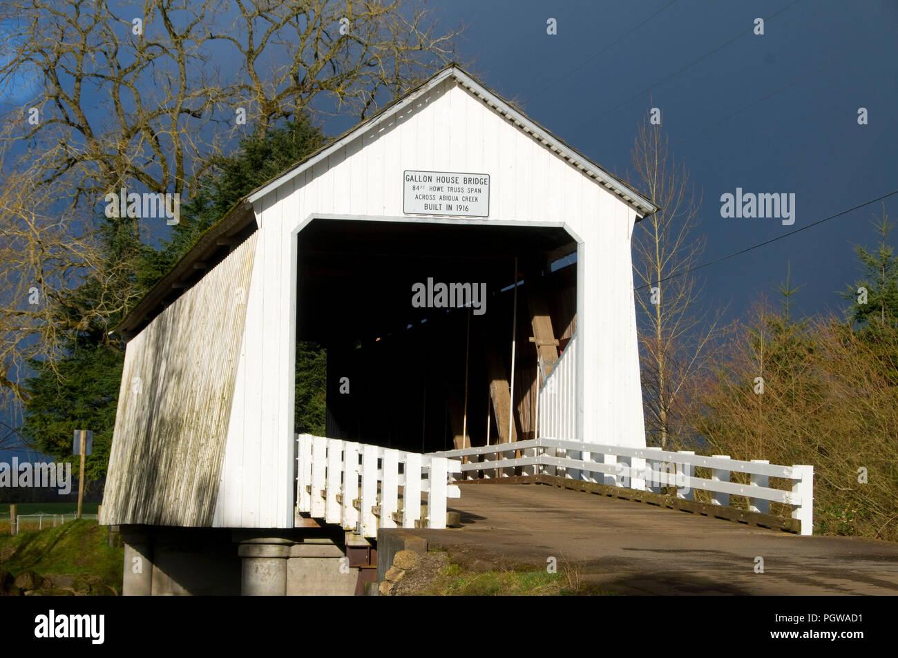 Galón Casa puente cubierto, Marion County, Oregón Foto de stock