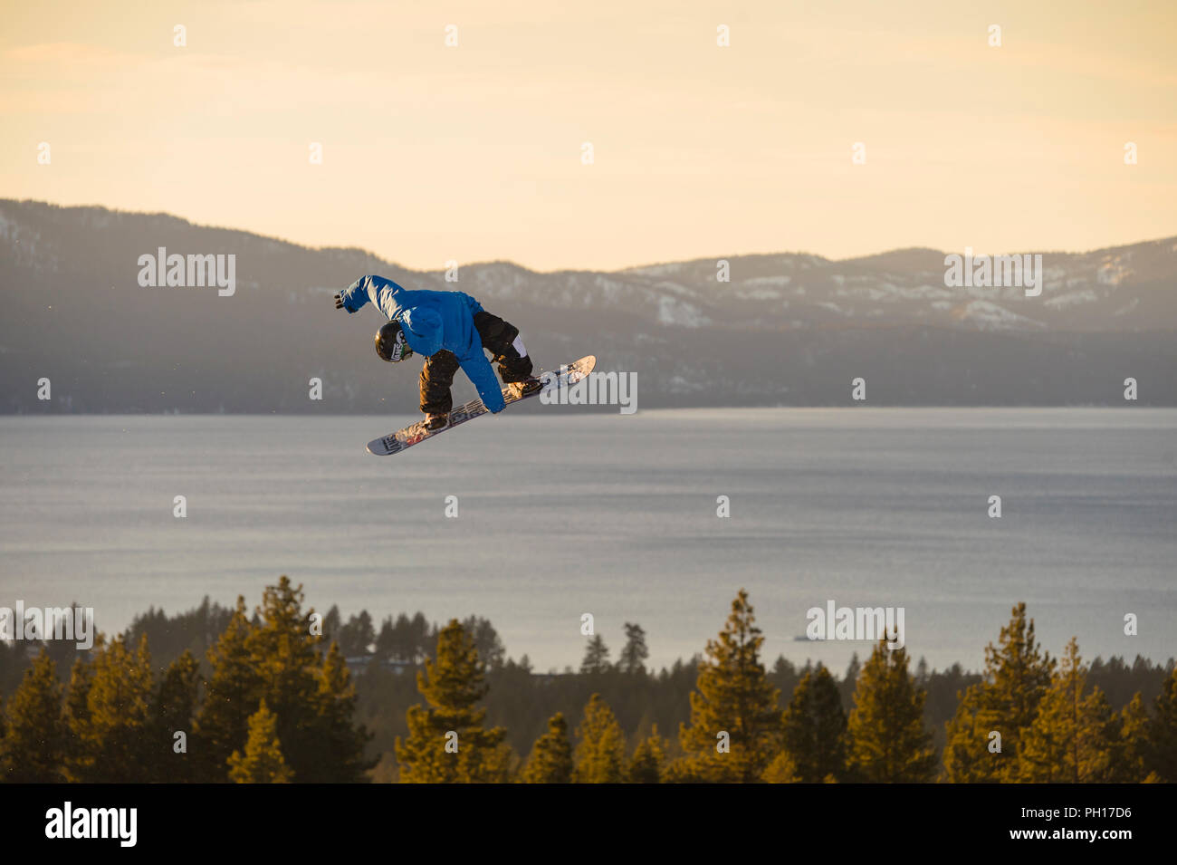 Big Air snowboard competición en Heavenly Valley Ski Resort en South Lake Tahoe, California, América del Norte Imagen De Stock
