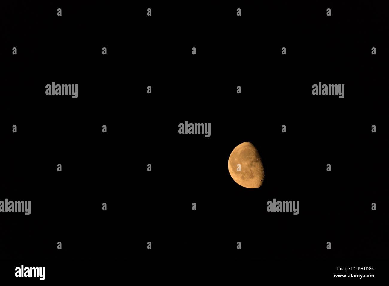 Depilación de cuarto de luna Foto & Imagen De Stock: 217006164 - Alamy