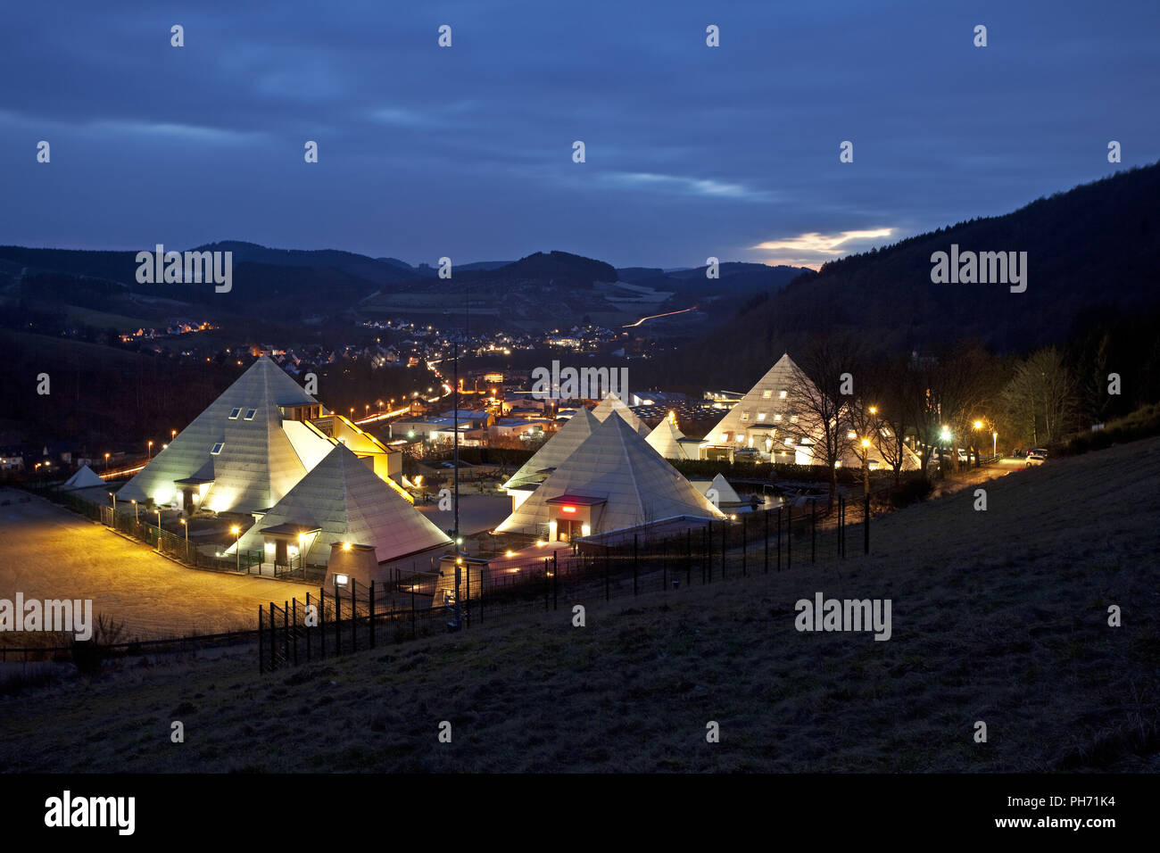 Pirámides en el Sauerland Meggen en Lennestadt. Imagen De Stock