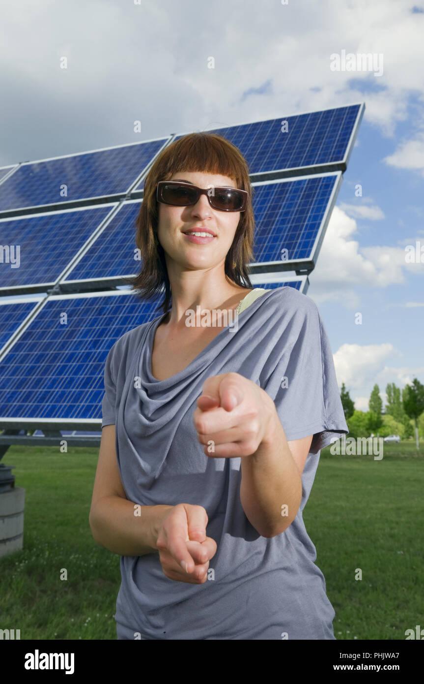 Paneles solares y gafas de sol Imagen De Stock