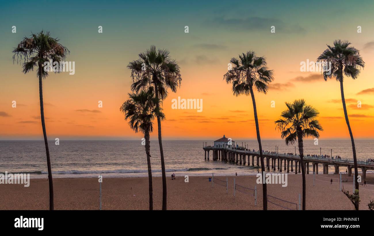Al atardecer en la playa de California Imagen De Stock