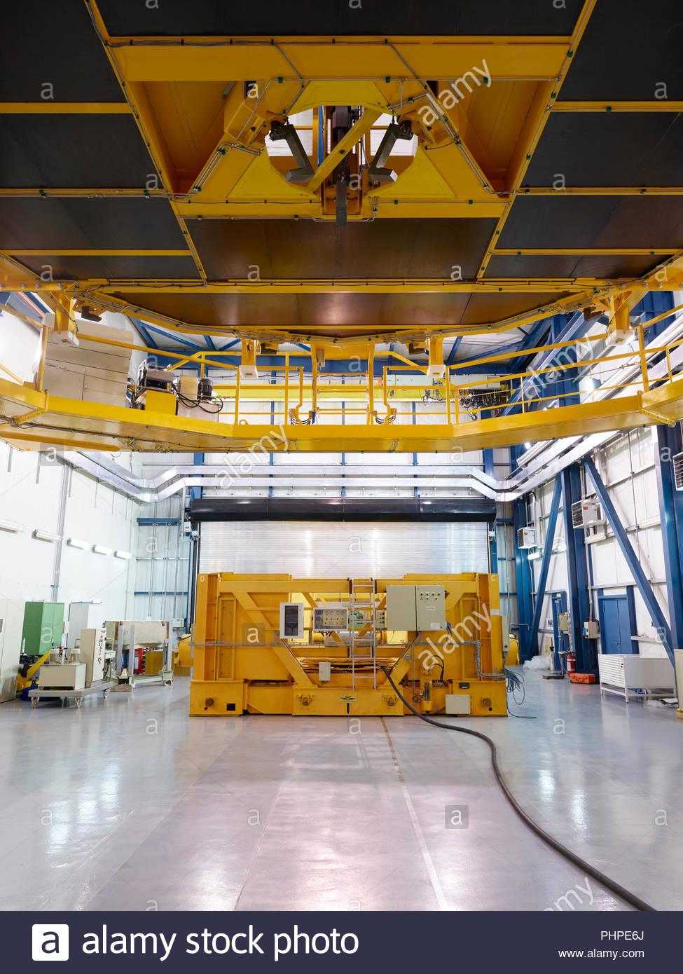 Ángulo de visión baja de un telescopio en Paranal Observatory Imagen De Stock