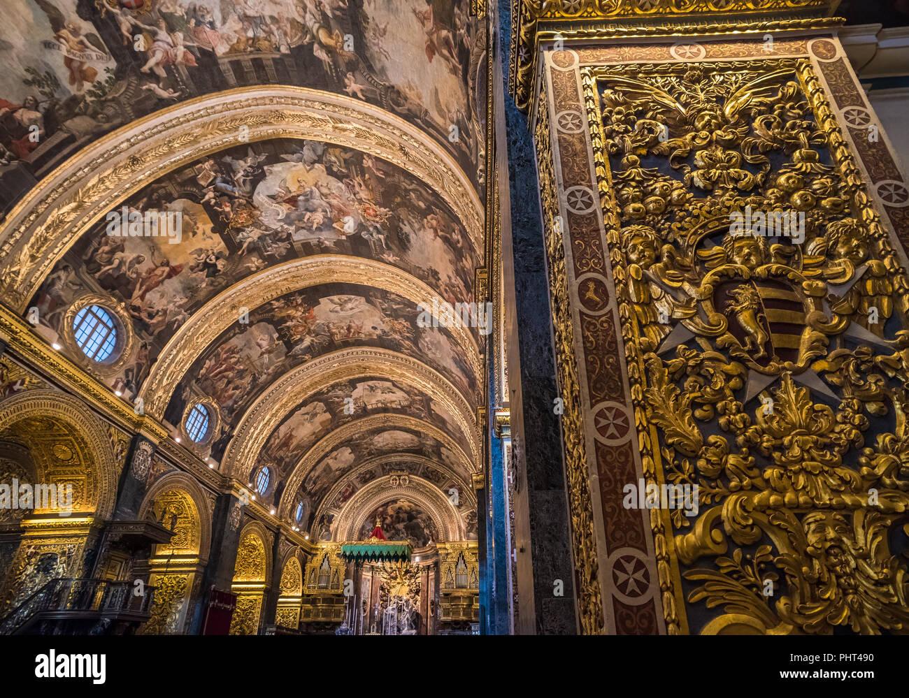 Interior de la concatedral de San Juan, en Valletta, Malta Foto de stock