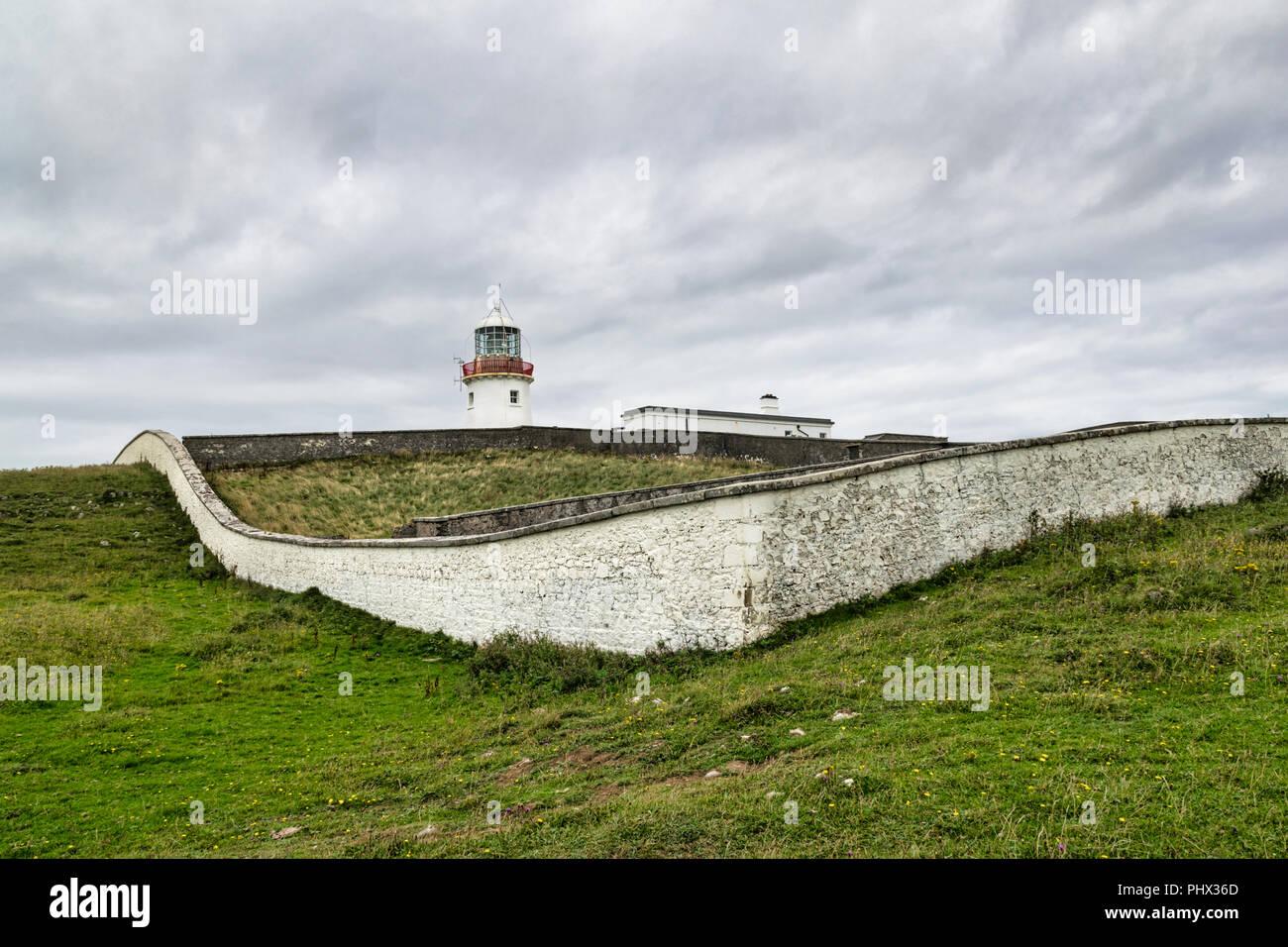 Esta es una imagen del faro Tullymore en Donegal, Irlanda Foto de stock