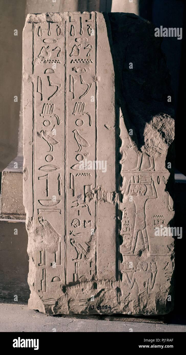 PIEZA CON la escritura de compraventa. Ubicación: EL MUSEO EGIPCIO, KAIRO, Egipto. Foto de stock
