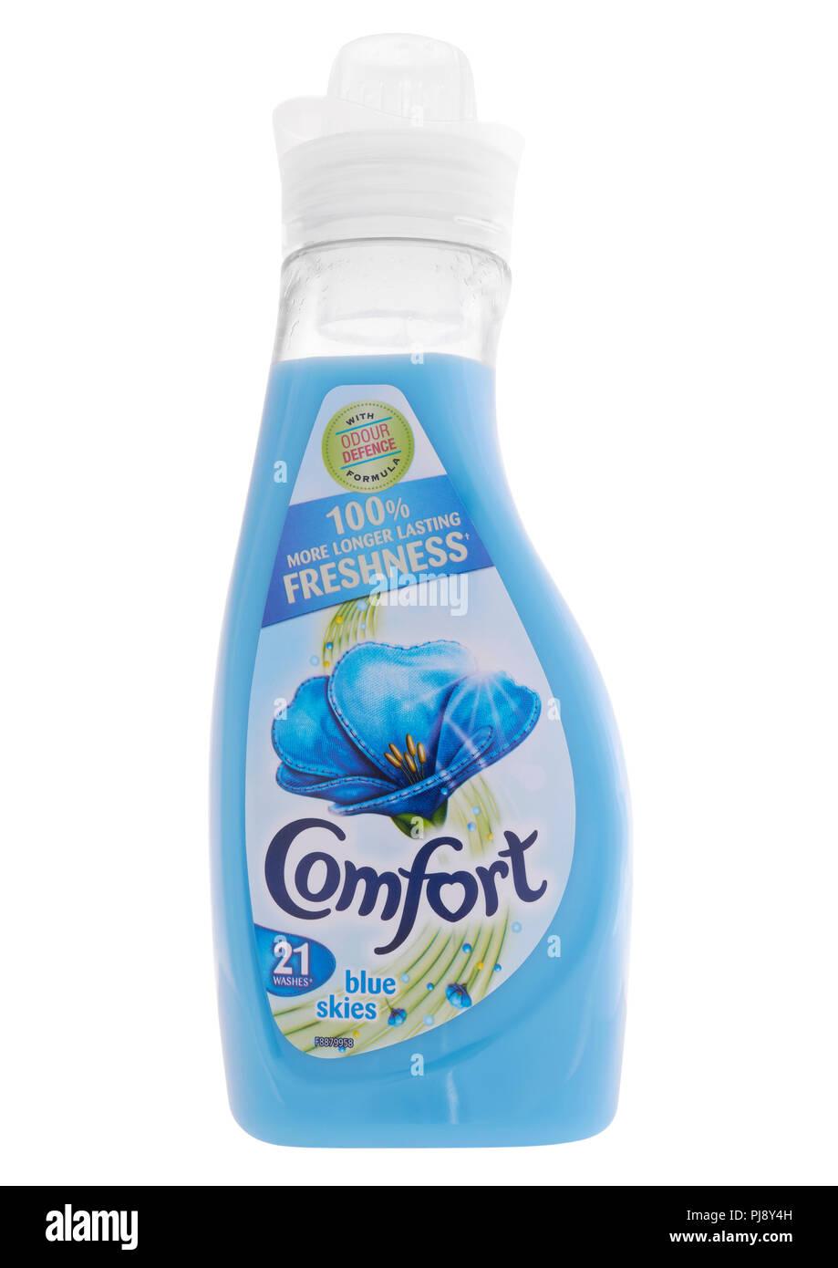 Botella de Comfort suavizante sobre fondo blanco. Imagen De Stock