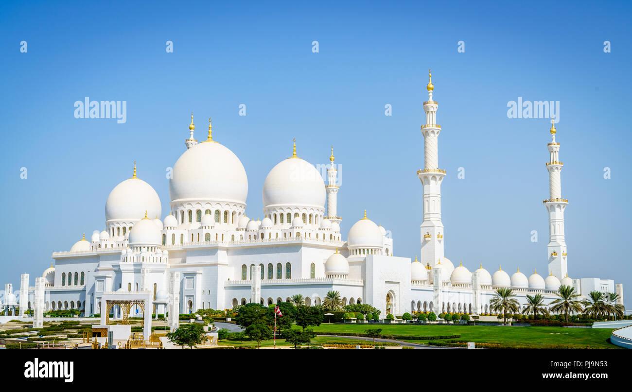 Vista exterior de la Gran Mezquita de Sheikh Zayed, en Abu Dhabi, Emiratos Árabes Unidos Imagen De Stock