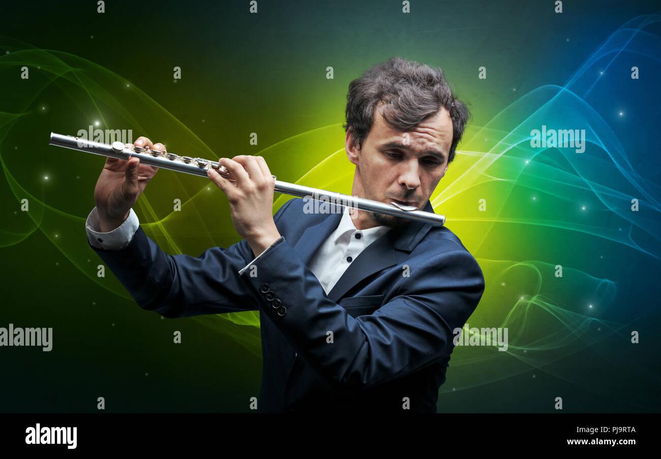 Grave flautista clásica con la legendaria chispeante papel tapiz Imagen De Stock