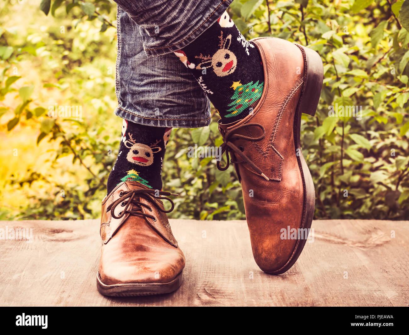 743128e6 Gerente de oficina en elegantes zapatos y calcetines brillantes Foto ...