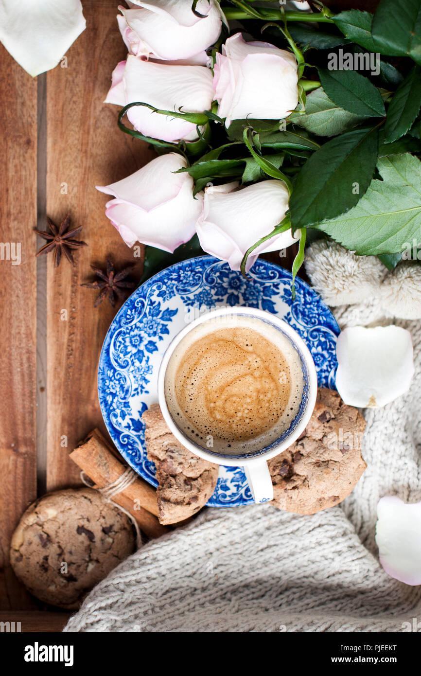 Romantica En Una Taza De Cafe Sobre Un Fondo De Madera Con