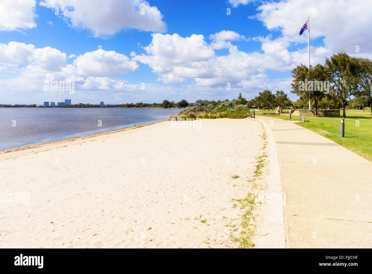 Sir James Mitchell Park playas a lo largo de la zona del embalse del río Swan en la ciudad del sur de Perth, Australia Occidental Imagen De Stock