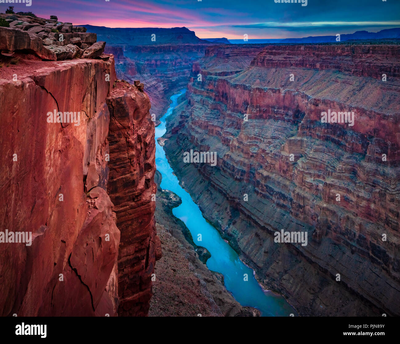 Grand Canyon Toroweap de punto. El Gran Cañón es una escarpada cara cañón tallado por el Río Colorado en el estado de Arizona. Imagen De Stock